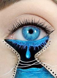 眨眼之间的美丽!女化妆师在眼皮上作画