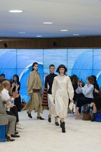 Loewe 2017春夏高级时装秀